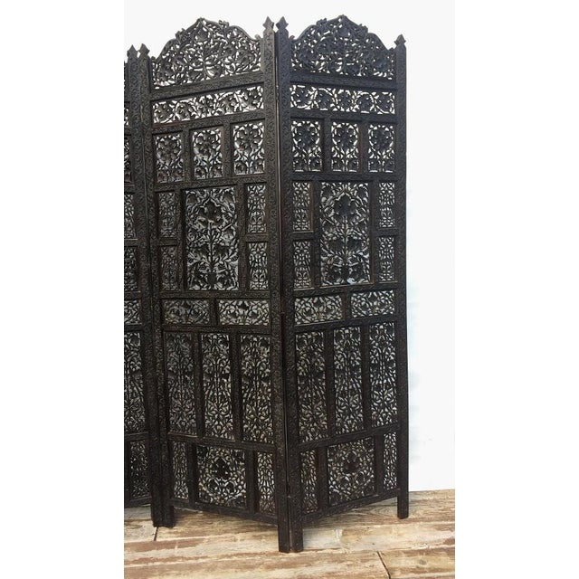 Anglo-Indian 4-Panel East Indian Hand Carved Wood Screen Divider For Sale - Image 3 of 13