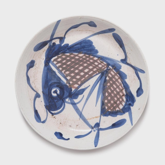 Asian 19th Century Chinese Blue and White Fish Plate For Sale - Image 3 of 3