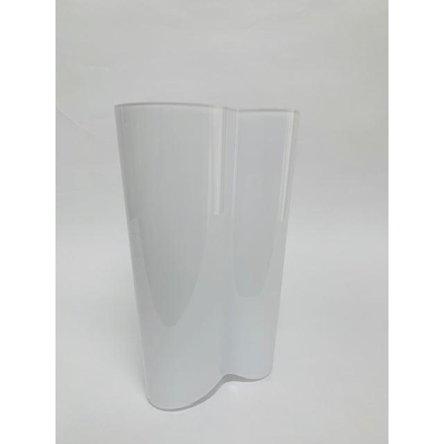 White Alvar and Aino Aalto for Iittala Finland Scandinavian Modern Savoy Glass Vase For Sale - Image 8 of 10