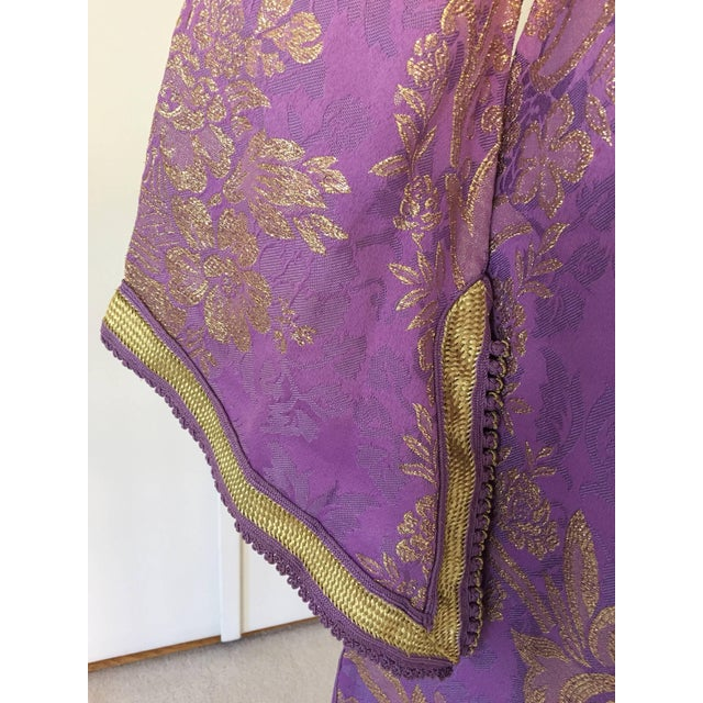 1970s 1970s Lavender and Gold Brocade Maxi Dress Caftan, Evening Gown Kaftan For Sale - Image 5 of 10