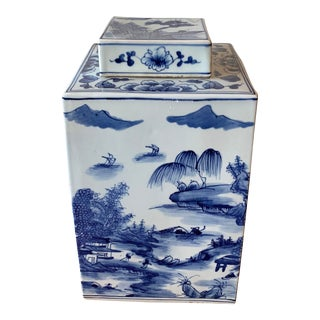Chinese Blue and White Porcelain Jar With Lid For Sale