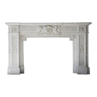 19th Century Antique Fireplace of Carrara Marble in Neoclassical Style For Sale