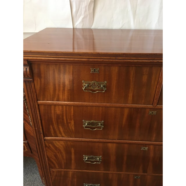 1900 - 1909 1900s Antique English Flamed Mahogany Chest Of Drawers For Sale - Image 5 of 10