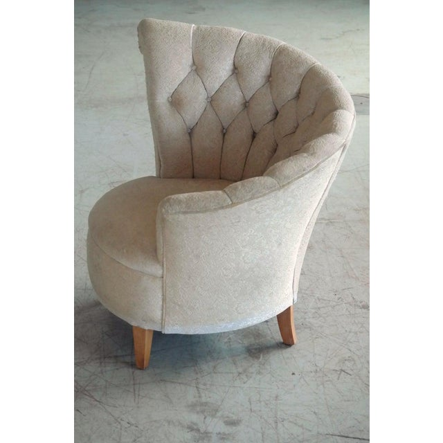 Art Deco 1940s Hollywood Regency Asymmetrical Fan Back Tufted Lounge Chair For Sale - Image 3 of 9
