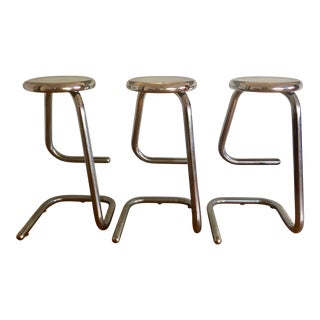1970s Vintage Tubular Chrome Steel Bar Stools K700 Kinetics- Set of 3 For Sale