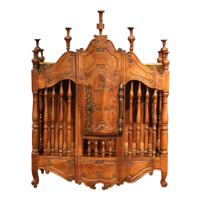 Early 19th Century French Louis XV Carved Walnut Panetière For Sale