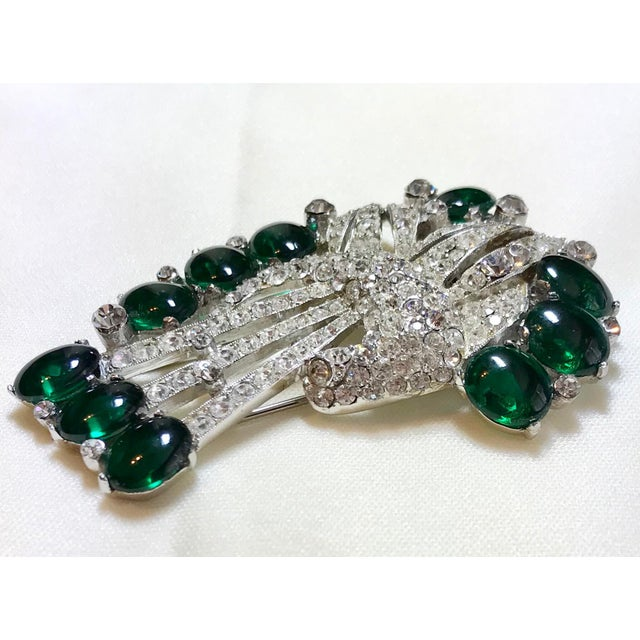 Art Deco 1930s Coro Emerald Green Cabochon & Rhinestone Brooch/Clip For Sale - Image 3 of 6