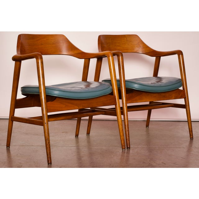 1960s Vintage Gunlocke Co. Walnut Armchairs - a Pair For Sale In Miami - Image 6 of 12