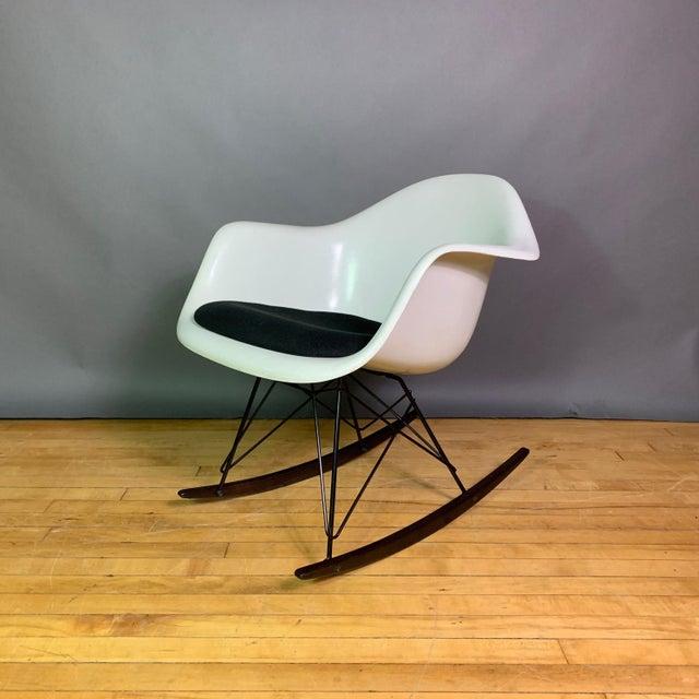 "Charles & Ray Eames ""Rar"" Rocker, Herman Miller For Sale - Image 11 of 11"
