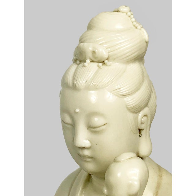 Chinese Blanc De Chine Figure of Guanyin Qing, Early 19th Century For Sale In Dallas - Image 6 of 10