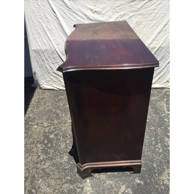 Traditional Old Colony Furniture Company Mahogany Dresser For Sale - Image 3 of 4