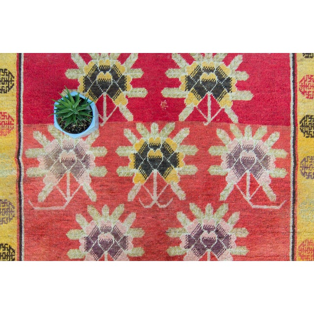 House of Séance - 1920s Vintage Khotan Wool Pile Floral Wide Area Hand-Knotted Rug- 4′11″ × 11′2″ For Sale - Image 11 of 13