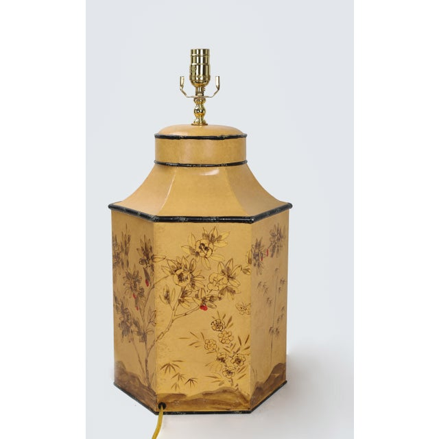 Chinoiserie Vintage English Export Chinoiserie Style Yellow Hexagonal Tea Caddy Lamp For Sale - Image 3 of 10