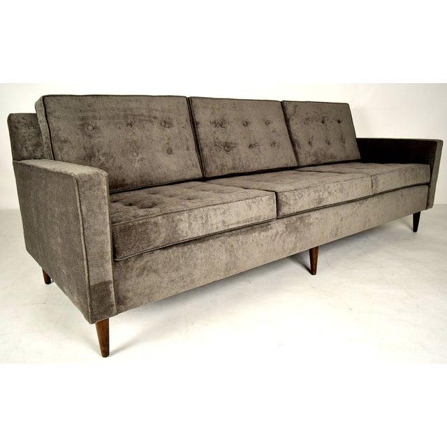 Stylish Mid-Century Modern Three Person Sofa - Image 4 of 7