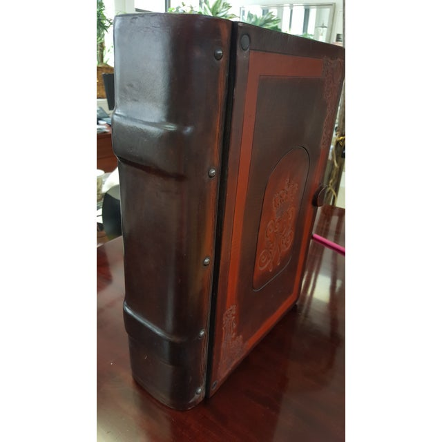 Traditional Traditional Leather and Wood Embossed Cigar Box For Sale - Image 3 of 9