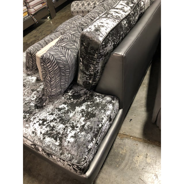 Contemporary Modern Contemporary Crushed Velvet Daybed Sofa For Sale - Image 3 of 13