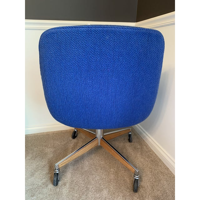 1970's Steelcase Mid-Century Blue Swivel Barrel Chair For Sale In Indianapolis - Image 6 of 12