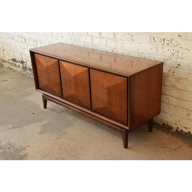 United Furniture Mid-Century Modern Diamond Front Dresser - Image 4 of 8