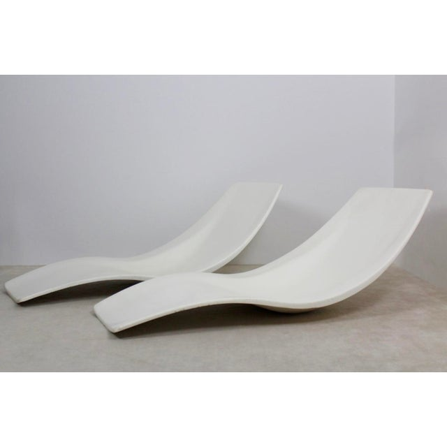 Pair of Original French 1960s Polyester Patio or Pool Side Chaise Lounge Chairs For Sale - Image 4 of 10