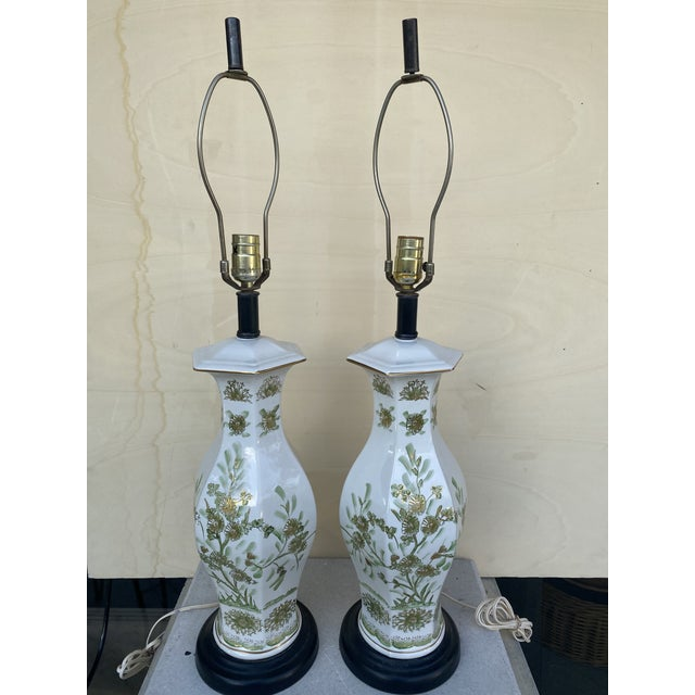 This is a pair of table lamps on the oriental style with flowers design lamps could be use in any of the rooms of the...