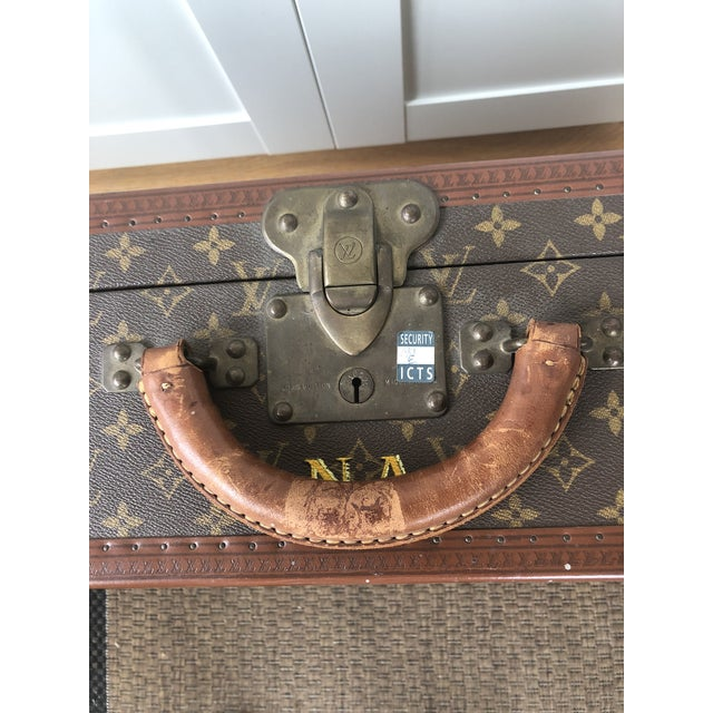 Mid-Century Modern 1940s Mid-Century Modern Brown Leather Louis Vuitton Suitcase For Sale - Image 3 of 6