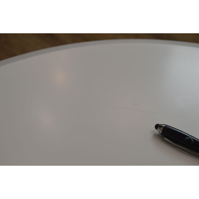 Cumberland Mid-Century Modern Style Pair Chrome Pedestal Base Round White Tables For Sale - Image 10 of 12