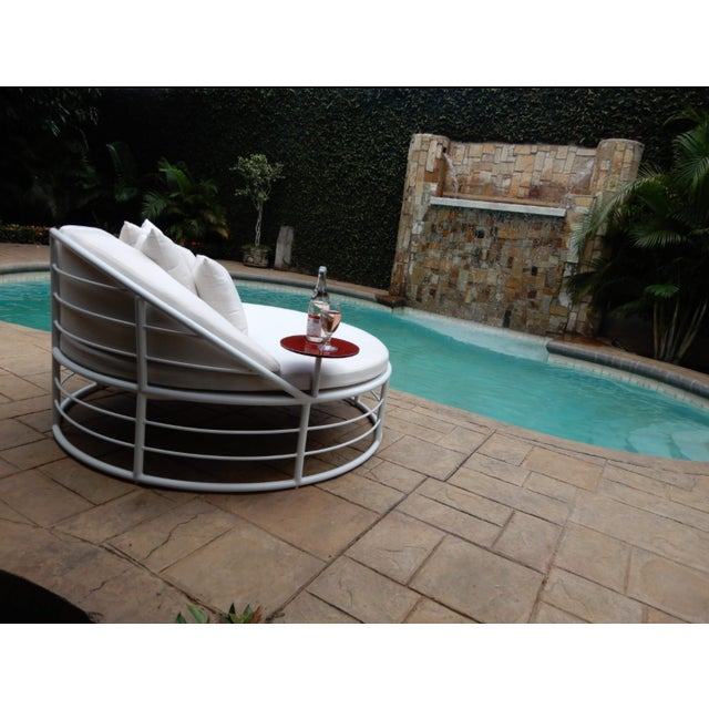 Yacht Collection Outdoor Round Aluminum Day Bed by Artist Hector Landgrave For Sale - Image 4 of 5