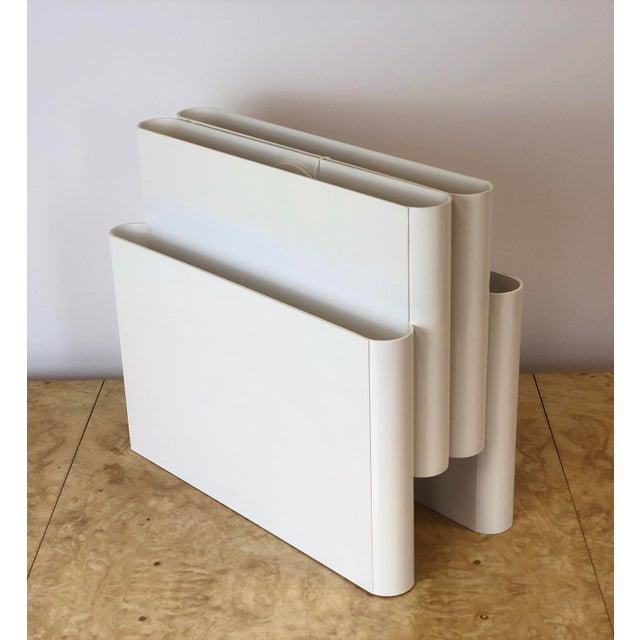 Mid-Century Modern 1970s Vintage Giotto Stoppino for Kartell White Magazine Holder For Sale - Image 3 of 7