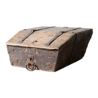 19th Century Rustic Lidded Box For Sale