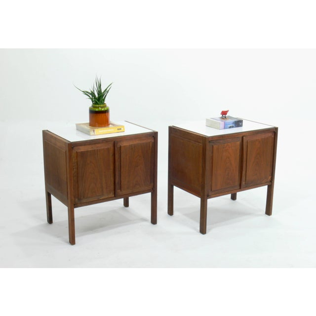 Art Deco Jack Cartwright for Founders Walnut White Laminate Top Nightstands / End Tables - Set of 2 For Sale - Image 3 of 9