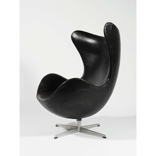 Rare 1st Generation Egg Chair by Arne Jacobsen For Sale - Image 5 of 9