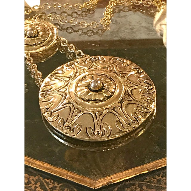 Anglo-Indian Vintage 1970s Egyptian Revival Modernist Gold Two Medallion Pendant Statement Necklace For Sale - Image 3 of 6