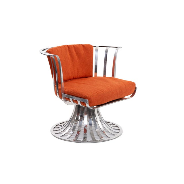 4 slatted aluminum swivel lounge chairs designed by Russell Woodard, circa early 1960s. These examples can be used indoors...