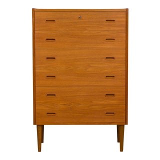 1960s Mid-Century Modern Danish Teak Chest of Drawers in the Style of Kai Winding For Sale