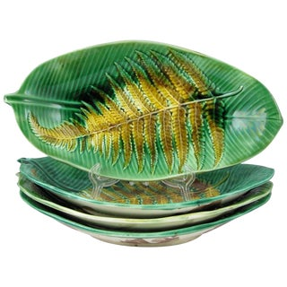 19th C. English Josiah Wedgwood Fern on a Leaf Shaped Serving Tray Preview