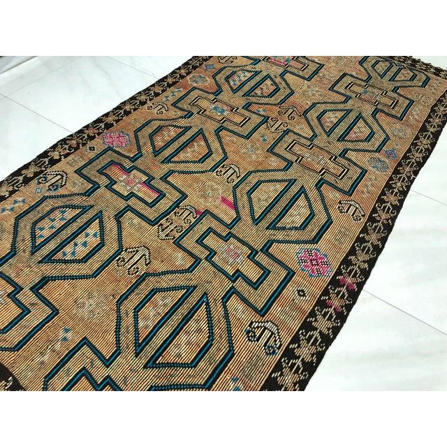 Turkish Bohemian Vintage Floor Kilim Rug - 4′9″ × 9′1″ For Sale - Image 10 of 11