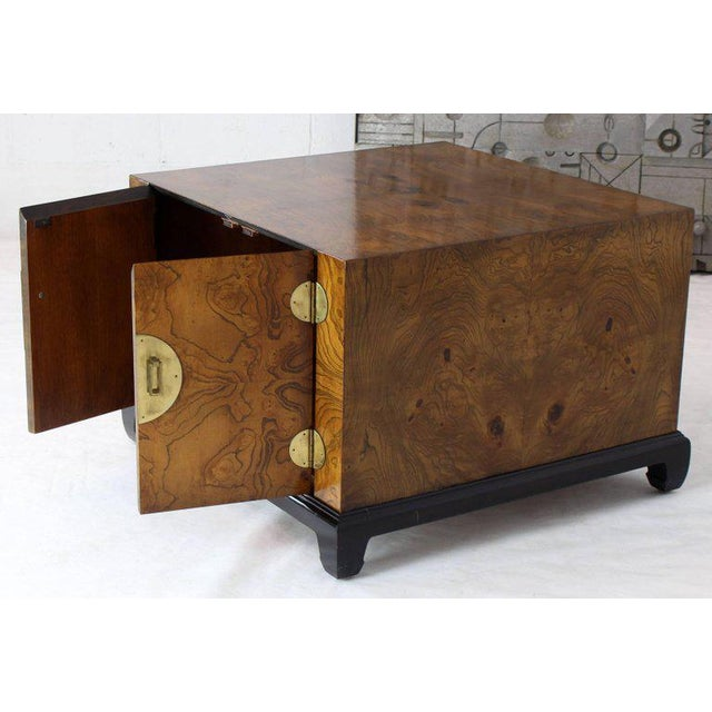 Brass 1970s Mid-Century Modern Burl Walnut Black Lacquer Base Brass Hardware Cube Shape End Table For Sale - Image 7 of 14