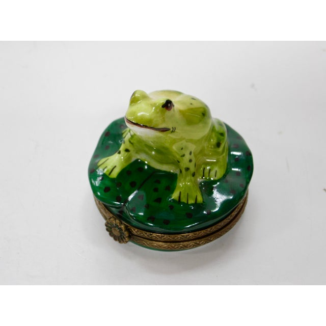 Green 20th Century Cottage Hand Painted Frog on Pod Box For Sale - Image 8 of 8