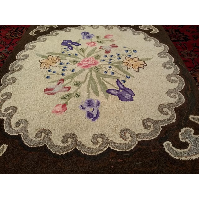 Farmhouse 1910s Americana Black and Cream Wool Hooked Rug For Sale - Image 3 of 7