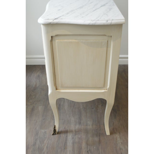 1920s French Louis XV Style Painted Petite Commode With New Carrara Marble Top For Sale - Image 5 of 9