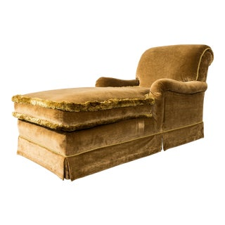 English Traditional Velvet Chaise With Low Rolled Arms For Sale