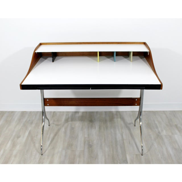 For your consideration is a rare early edition, swag leg desk by George Nelson for Herman Miller, with a single drawer,...