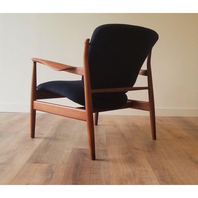 France & Daverkosen 1950s Newly Upholstered Finn Juhl for France & Daverkosen in Kvadrat Wool Teak Lounge Chair (Fd-136) For Sale - Image 4 of 13