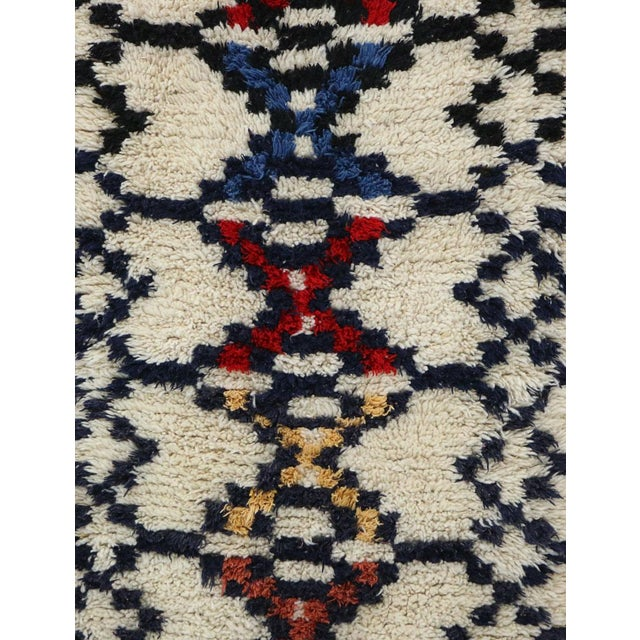 Islamic 1980s Azilal Moroccan Rug - 3′ × 6′3″ For Sale - Image 3 of 6