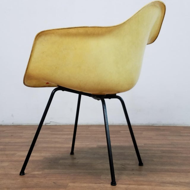 Charles and Ray Eames 1950s Danish Modern Charles & Ray Eames for Zenith Plastics Fiberglass Chair For Sale - Image 4 of 13