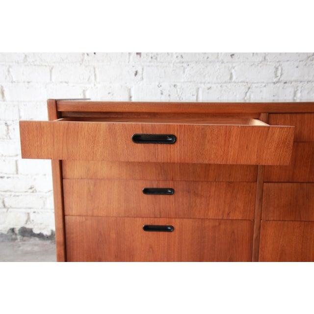 Walnut Mid-Century Modern Walnut Twelve-Drawer Dresser or Credenza by Founders For Sale - Image 7 of 13