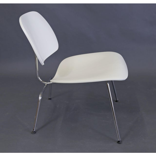 Americana Mid-Century Modern Eames Style White Lounge Chair For Sale - Image 3 of 11