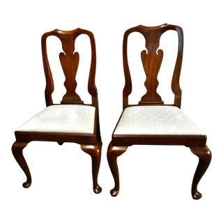 Vintage Pair of Henkel-Harris Mahogany Queen Anne Style Dining Chairs For Sale