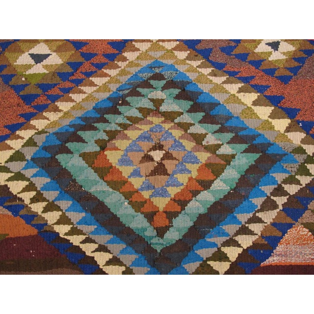 "Textile Vintage Persian Flatweave Kilim Rug – Size: 5"" X 7' 4"" For Sale - Image 7 of 8"