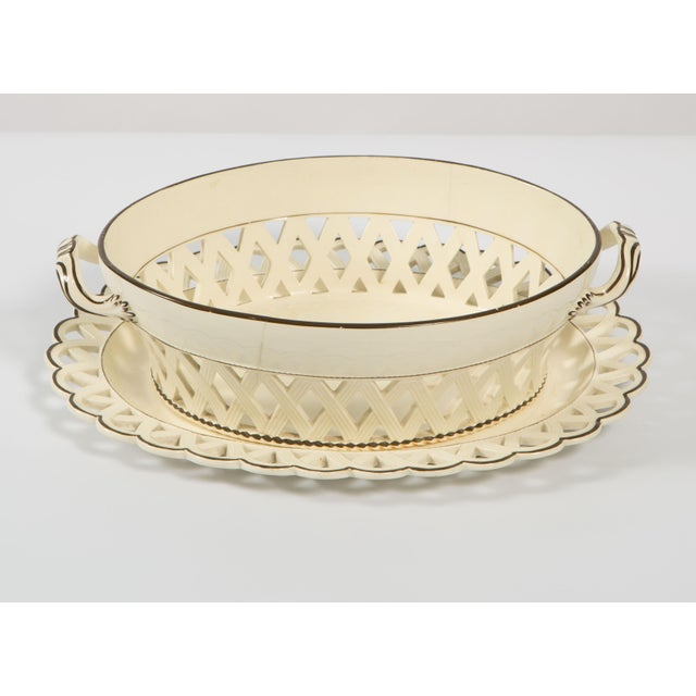 White English Creamware Bowl With Brown Rim With Underplate in Scallop Design 19th Century For Sale - Image 8 of 8